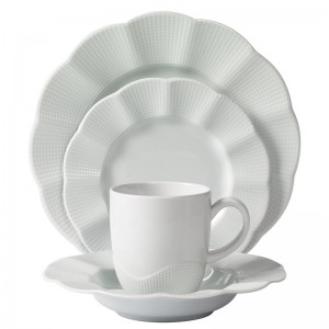 Mitterteich Milena Scalloped Porcelain 16 Piece Dinnerware Set, Service for 4 MTEI1000