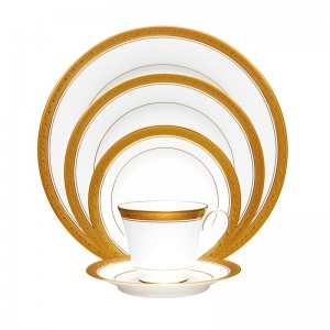Noritake Crestwood Gold 5 Piece Place Setting, Service for 1 NTK1948